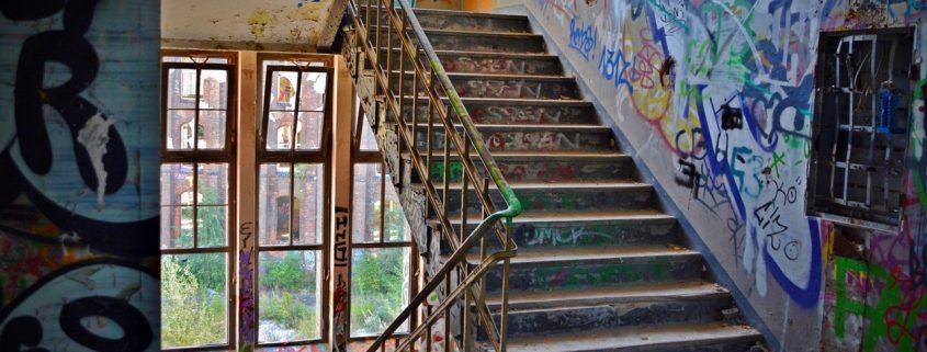 graffiti pinnalla jolla on graffitisuoja