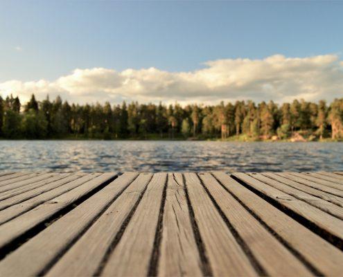 järvimaisema ja pinnoiteyritykset Suomessa laiturilla