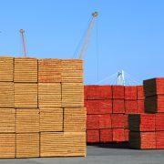 puun teollinen pintakäsittely tehty puutavaralle