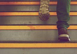 liukuestemaali portaisiin estää kaatumisia