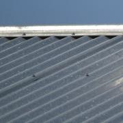 peltikattomaali puuttuu katolta