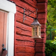 punamultamaali on mökin seinän talomaali