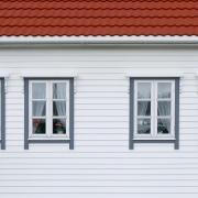 valkoinen alkydimaali jolla tehty talon maalaus